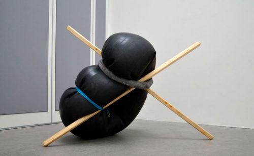 At Tension, Theodor Ander, Ädellab. Skulpturerna som fick Bo Madestrand att associera till Arte Povera.